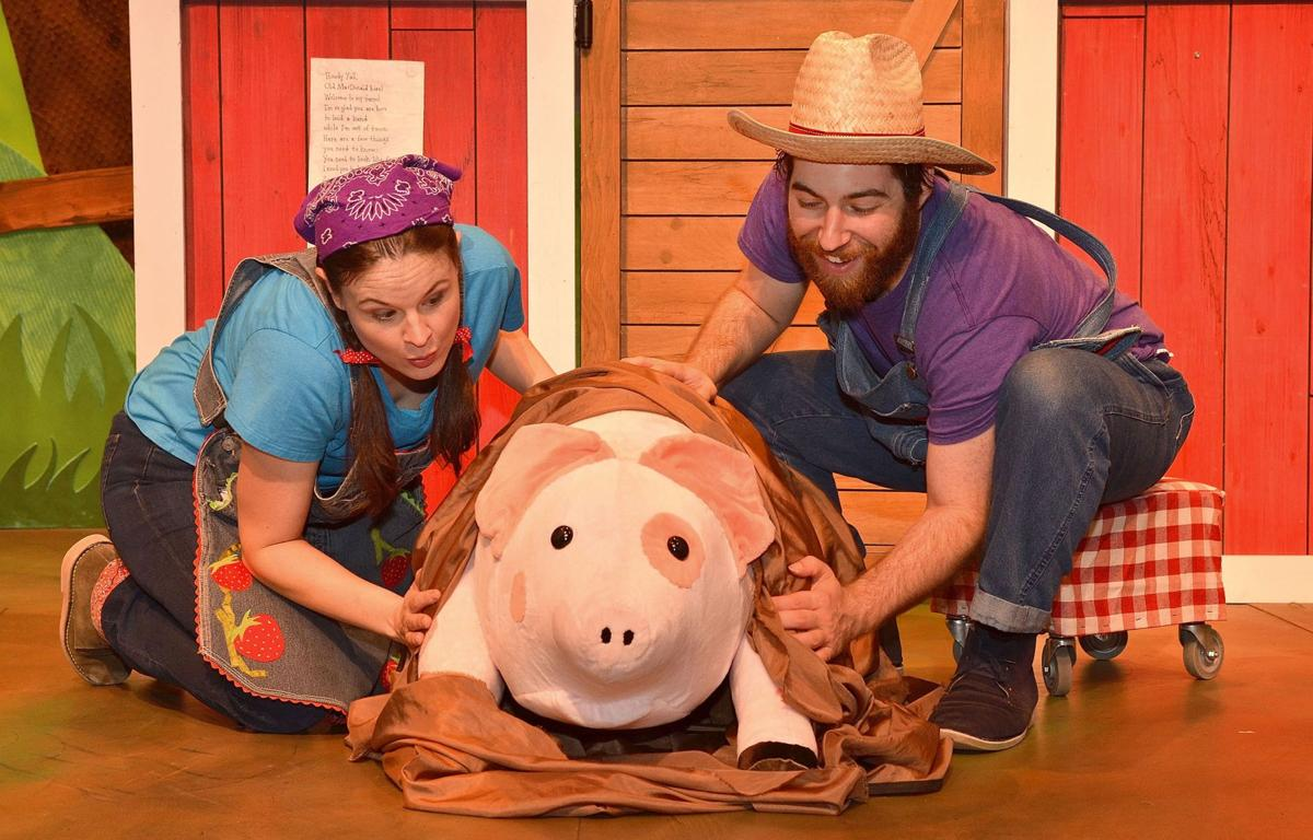 072419_MNS_Old MacDonald_002 Amy Sweeney Seth Langer with pig