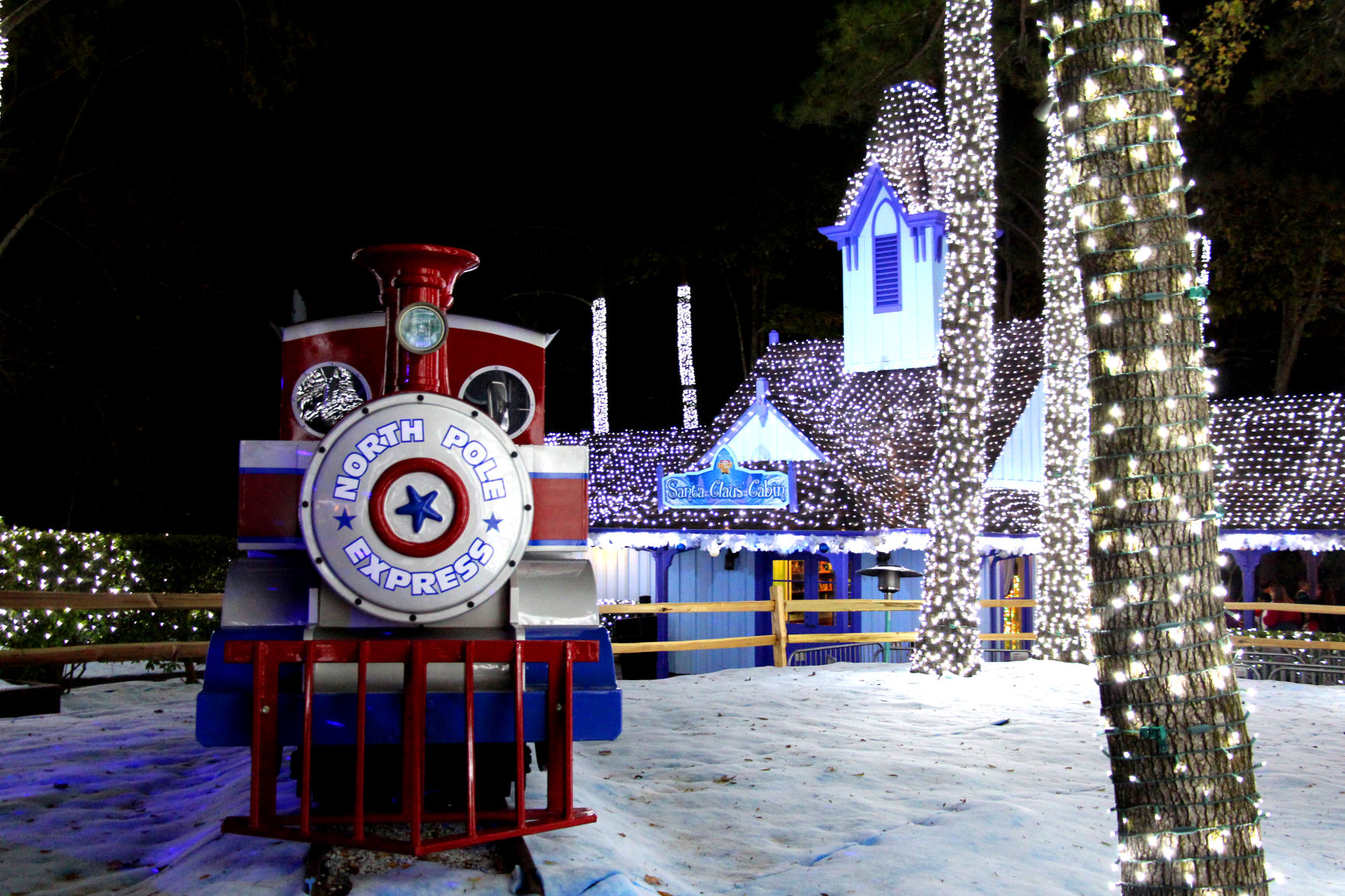Six Flags Over Georgia Holiday in the Park's winter wonderland ...