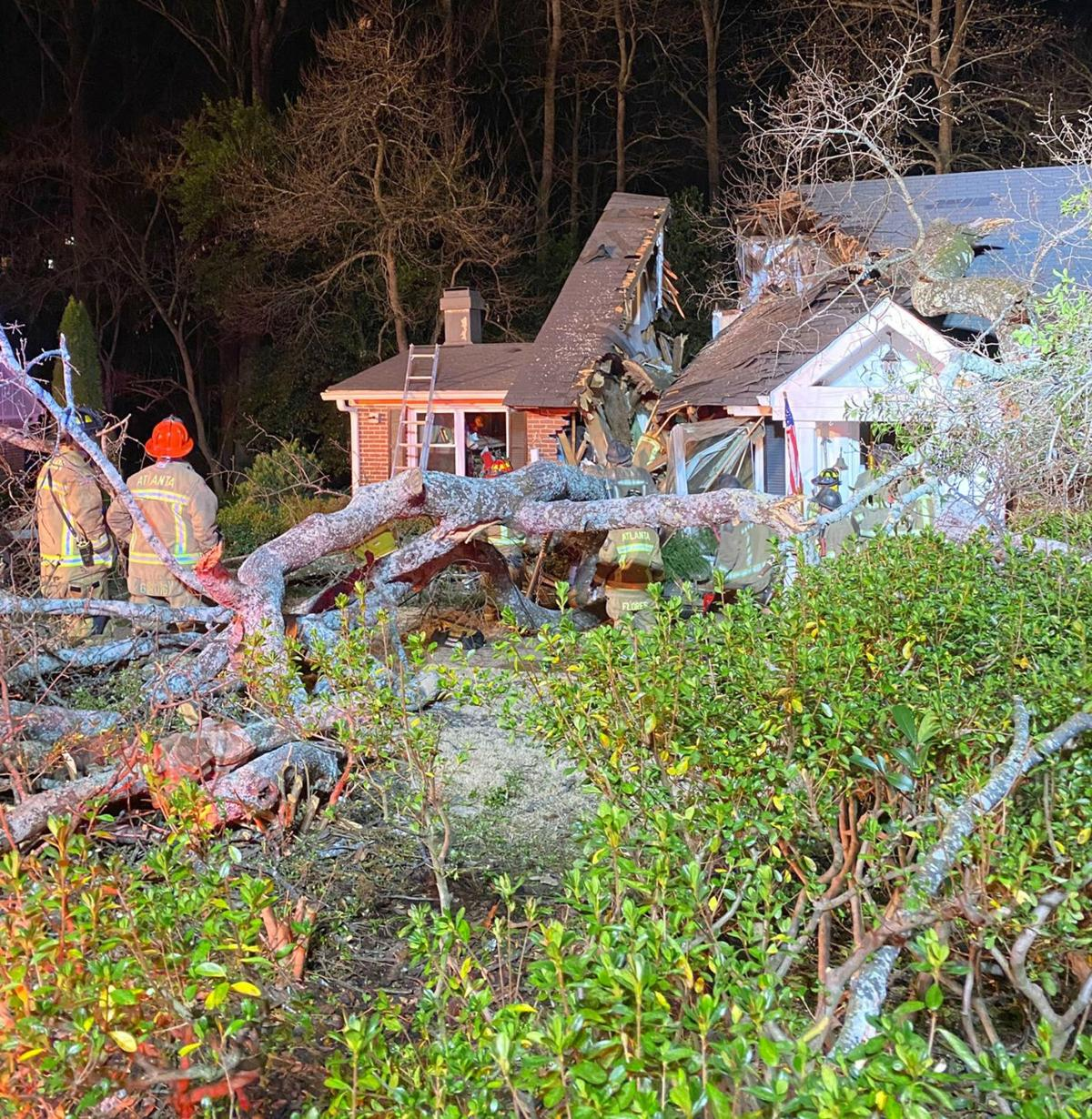 011520_MNS_tree_death_001 firefighters at house with tree in it