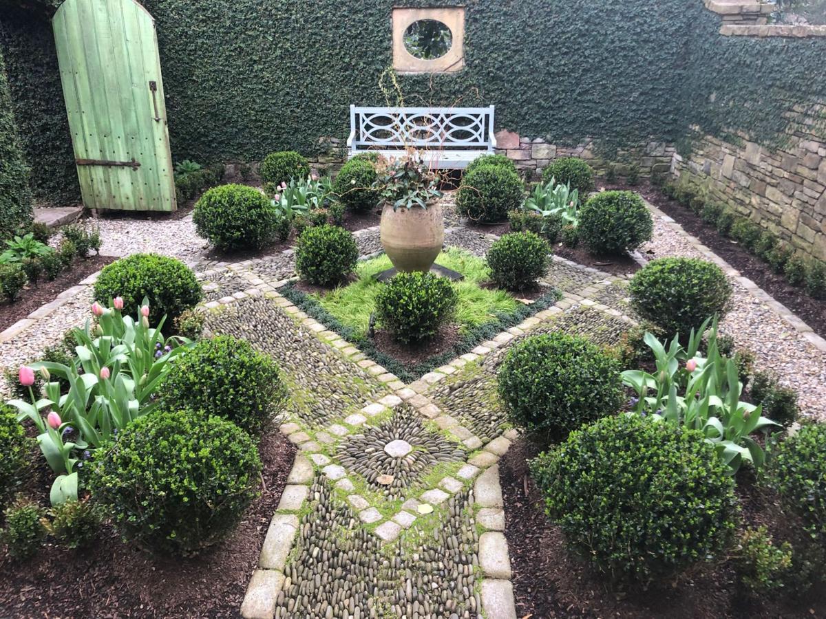 050819_MNS_Gardens_for_Connoisseurs_002 Andrea and Mark Kauffman's garden in Buckhead