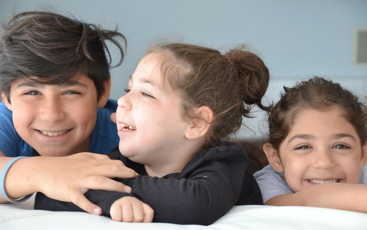 060519_MNS_bar_mitzvah_benefit_002 Gold children