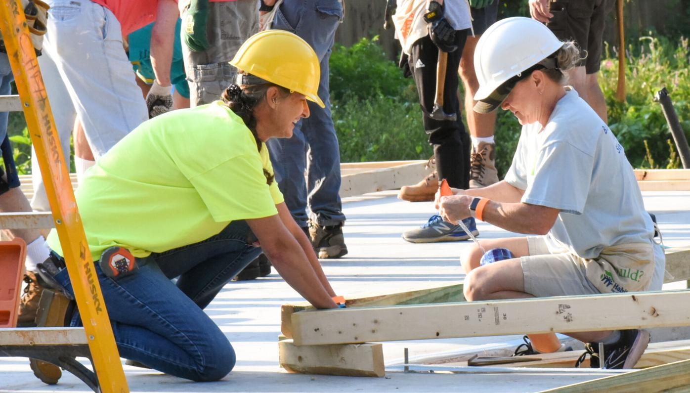 091521_MDJ_Community_HabitatHouse_CatholicCoalitionTwoWomenWorkTogether.jpg