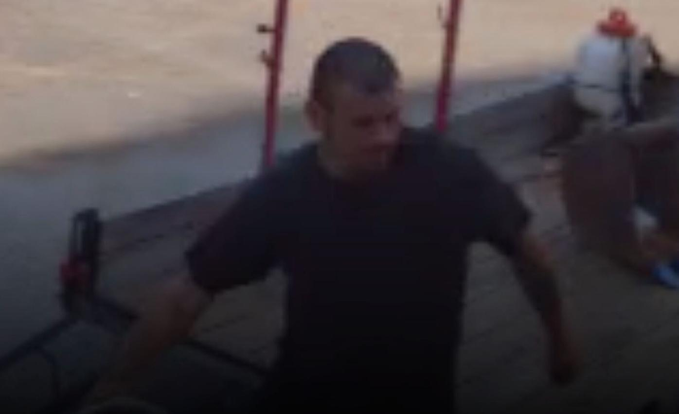 042821_MNS_Custer_burglary_001 Custer Avenue burglary suspect