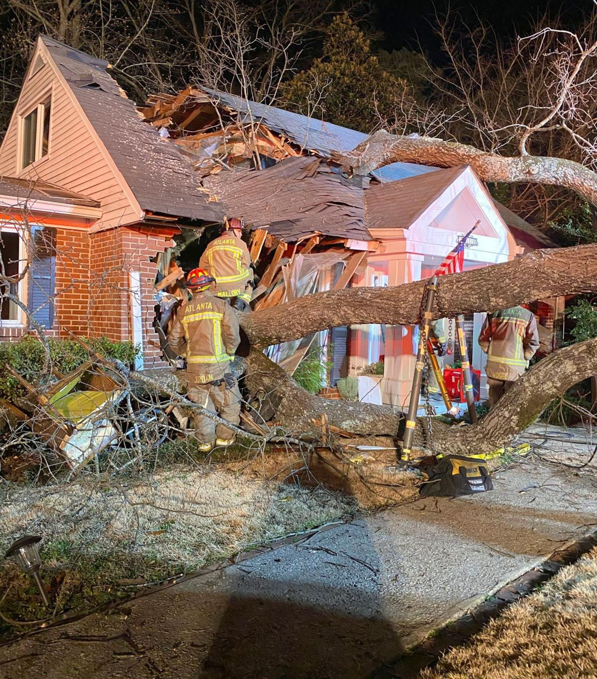 011520_MNS_tree_death_002 firefighters at house with tree in it