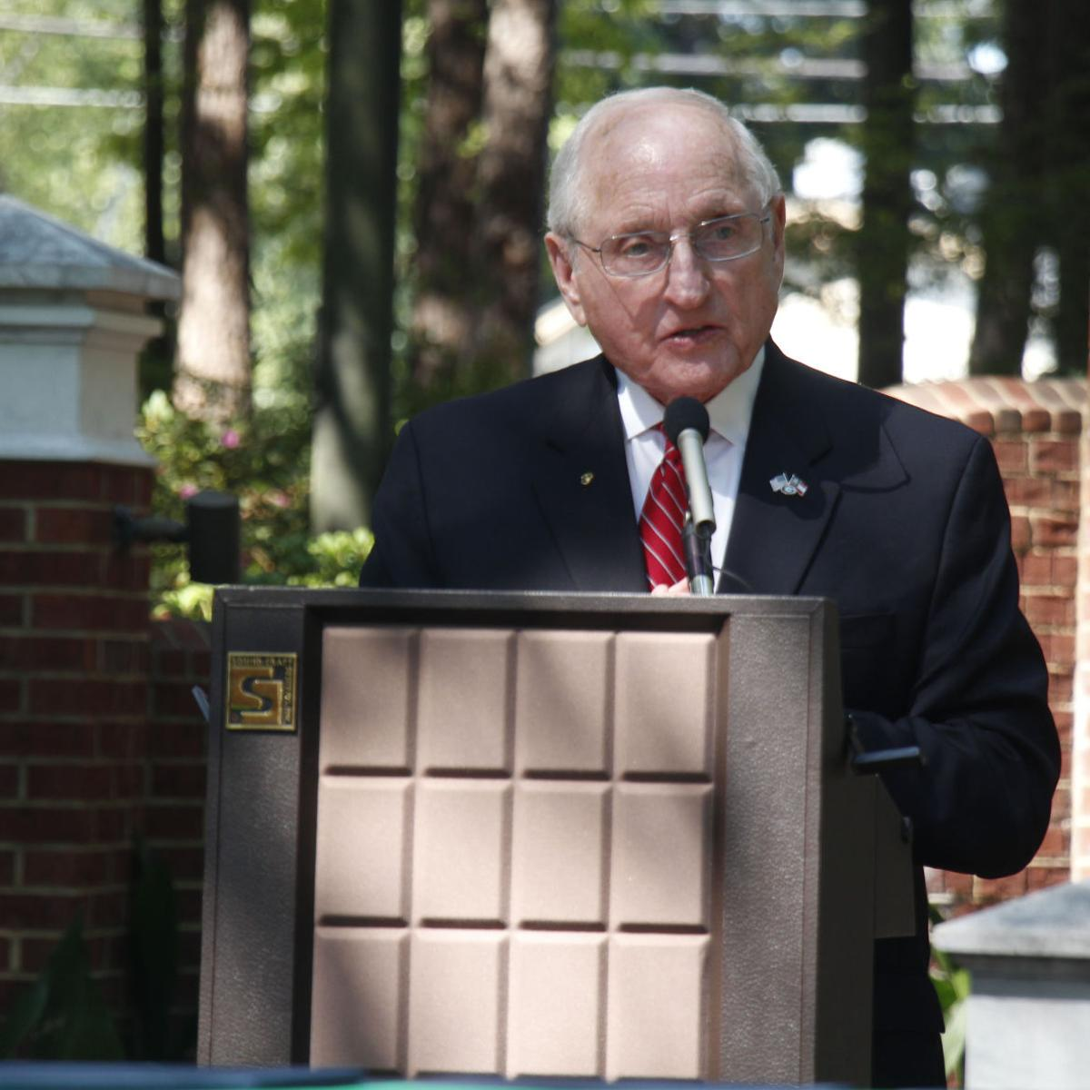 Former Georgia Bulldogs Coach Vince Dooley Speaks At Roswell Event