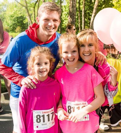 061020_MNS_Laurens_Run Alan Thomson Dayna Thomson with children