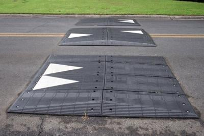 Rubber speed tables