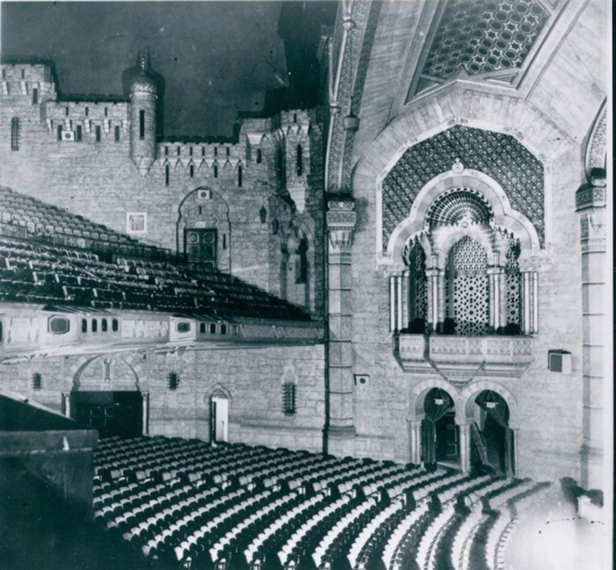 100919_MNS_ghost_tours Fox Theatre interior