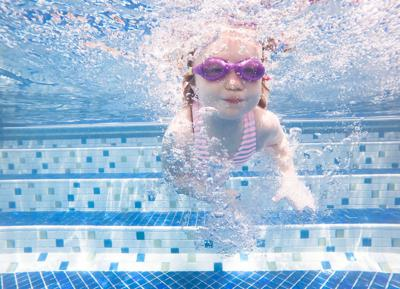 071019_MNS_water_safety child in pool
