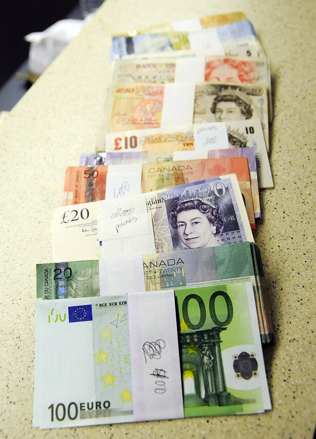 By Photo Congress || Exchange Euros Wells Fargo