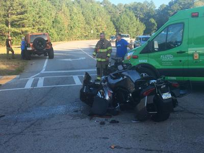 At least one person badly injured in wreck on Kingston Highway at the loop