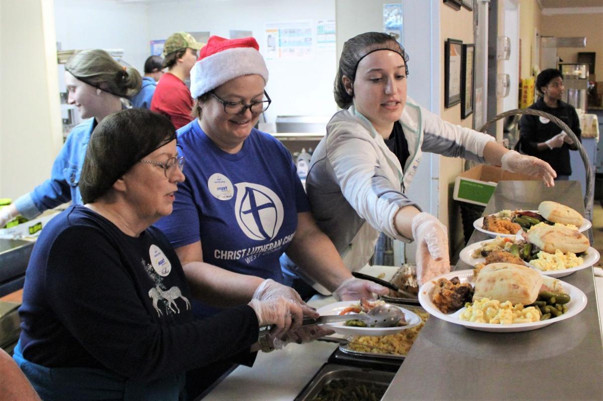 Volunteer To Feed Homeless Christmas Morning In Atlanta 2020 Cobb volunteers serve Christmas cheer   News   mdjonline.com