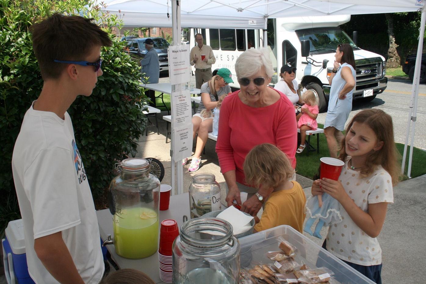Whit's Lemonade Stand helps beat the heat, raise money for Open Door Home