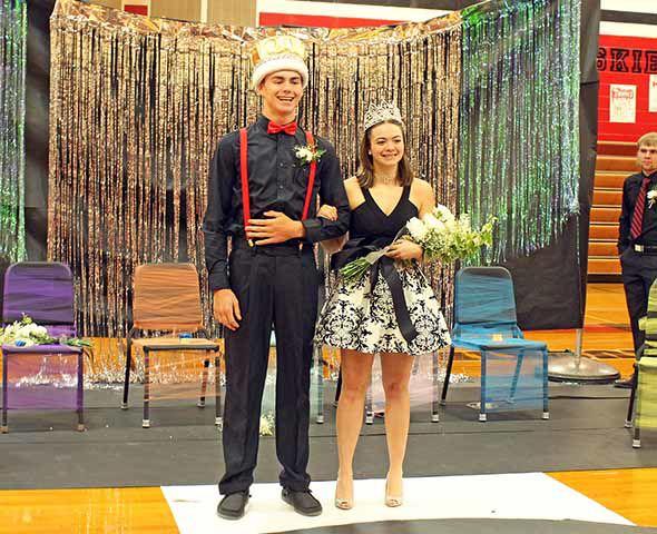 Isle High School crowns royalty
