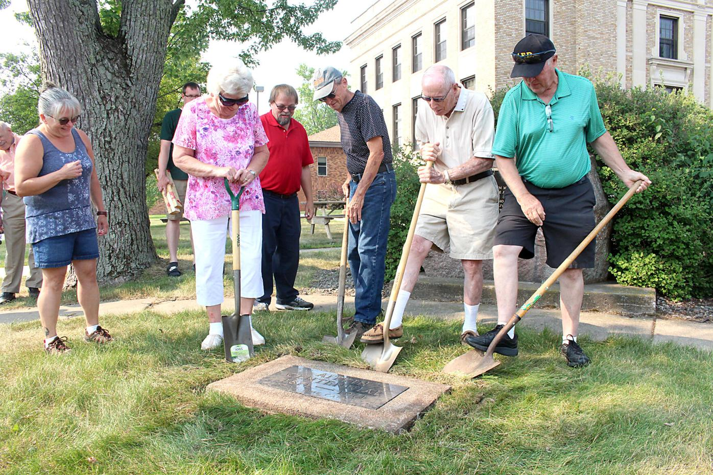 City opens up 1971 time capsule that was buried for Aitkin Centennial