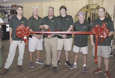 Ribbon cutting at Tom's Pawn Central