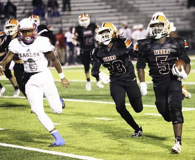 Round 3: Metter vs. Warren County;Tigers win 49-8 over Mitchell Co.