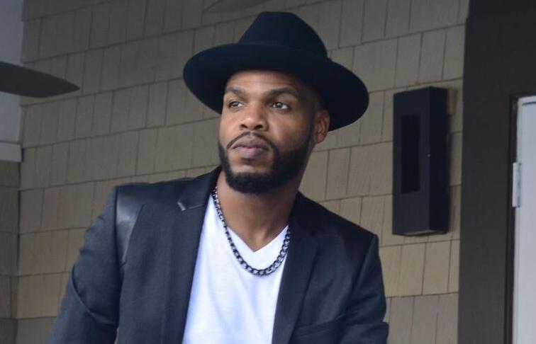 R&B artist Byron Holton