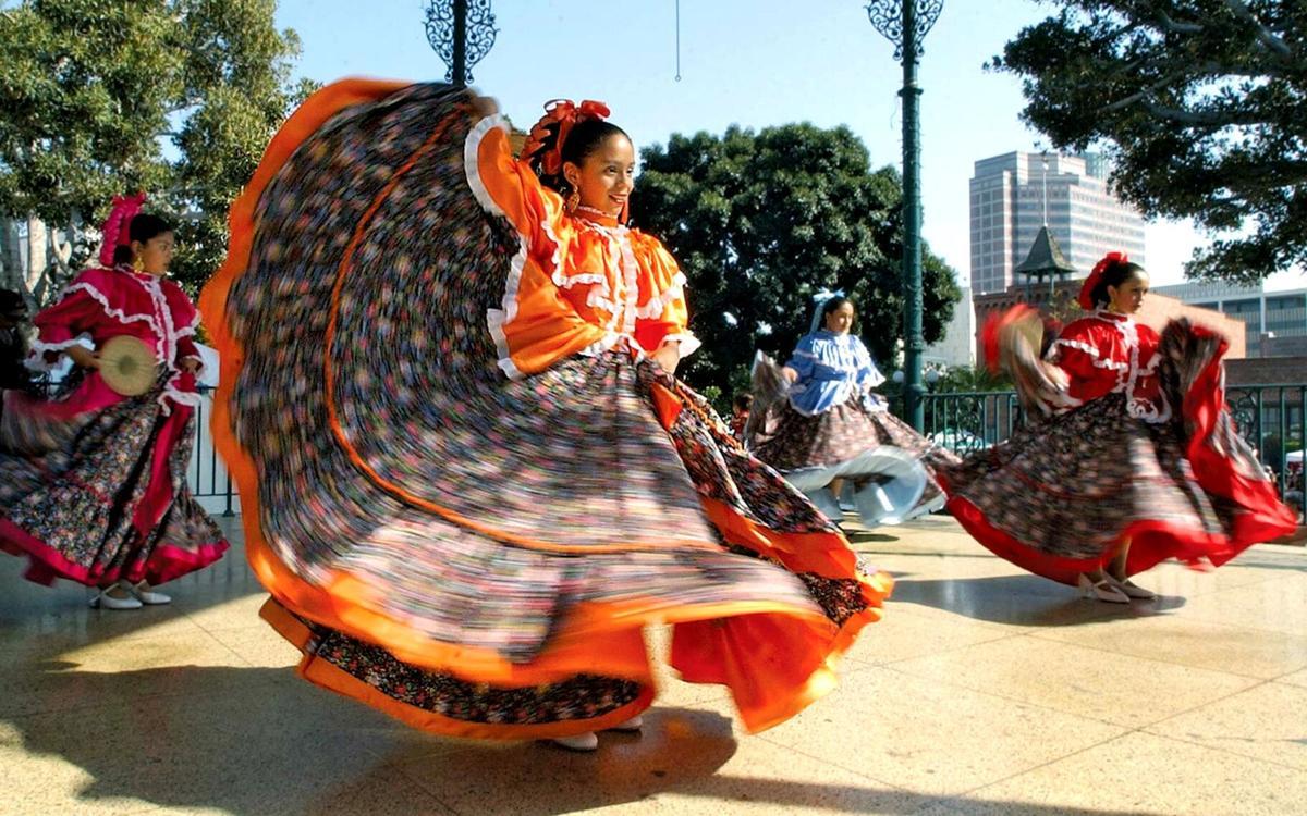 Dancers for Cinco de Mayo 2002