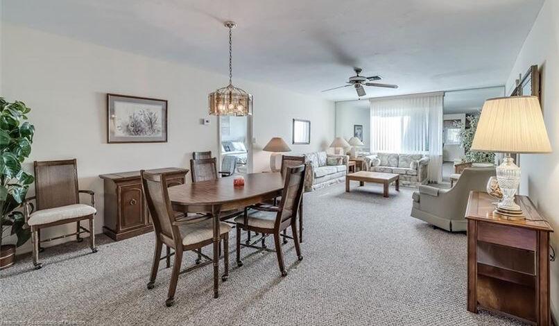 3403 Waterwood livingroom
