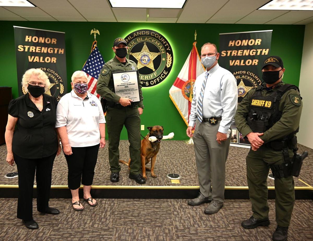 Deputy Jones with K-9 Deputy Gentry and Blackman