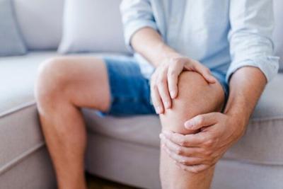 Knee pain shutterstock_1117341575