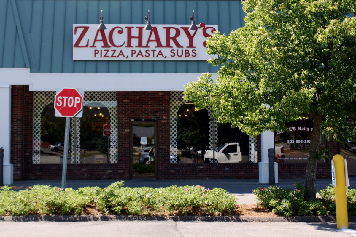 Zachary's Pizza Outside