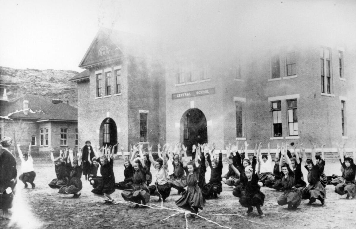 Moab History: 1917 Gym class