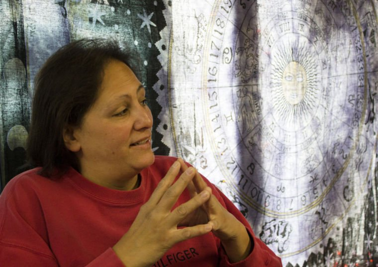 Psychic fair helps students relieve stress | News