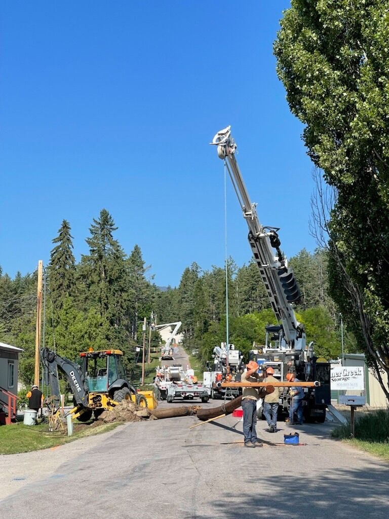 Crews fixing power outage in Lakeside