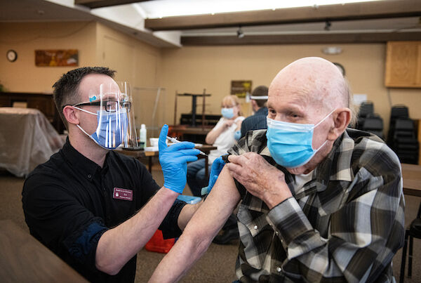 UM pharmacy students play big part in Missoula's vaccine rollout