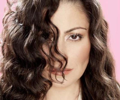 Lisa Lisa promises Salinas a sizzling dance party at the Fox.