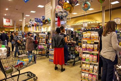 Checkout lines at Safeway on Freemont