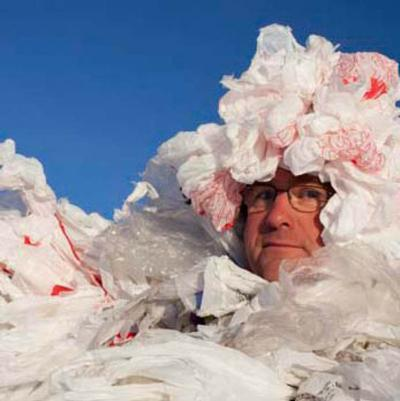 <i>Bag It</i> takes an unlikely hero on an odyssey to extract plastic bags from his life.