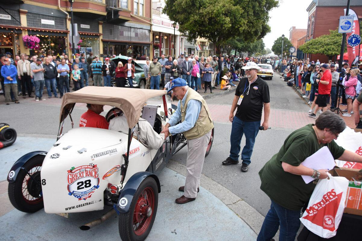 Thousand turn out to greet the Great Race in Eureka, CA.jpg