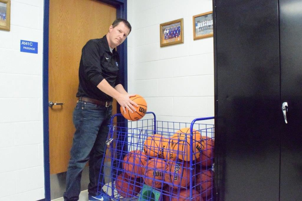 Photo: emx_20200308_mot_sports_mhscoach_p1_p2_Changing of the guard in store for Mooresville boys basketball