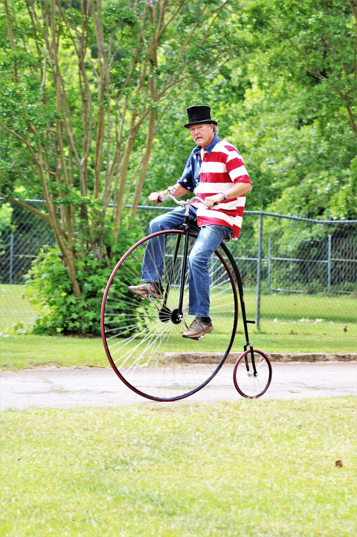Patriotic cyclist