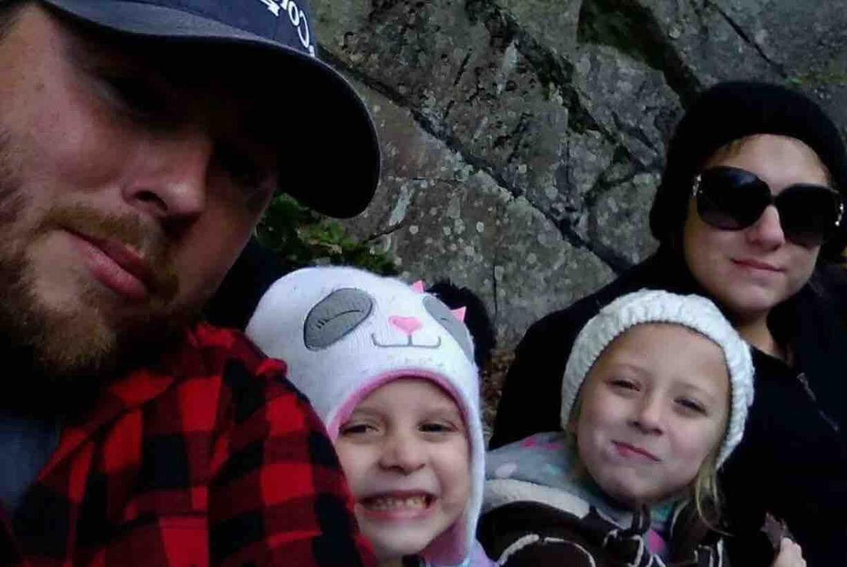Raelyn Reid Right Poses With Her Two Daughters And Husband Were Involved In A Fatal Collision Earlier This Month Still Are
