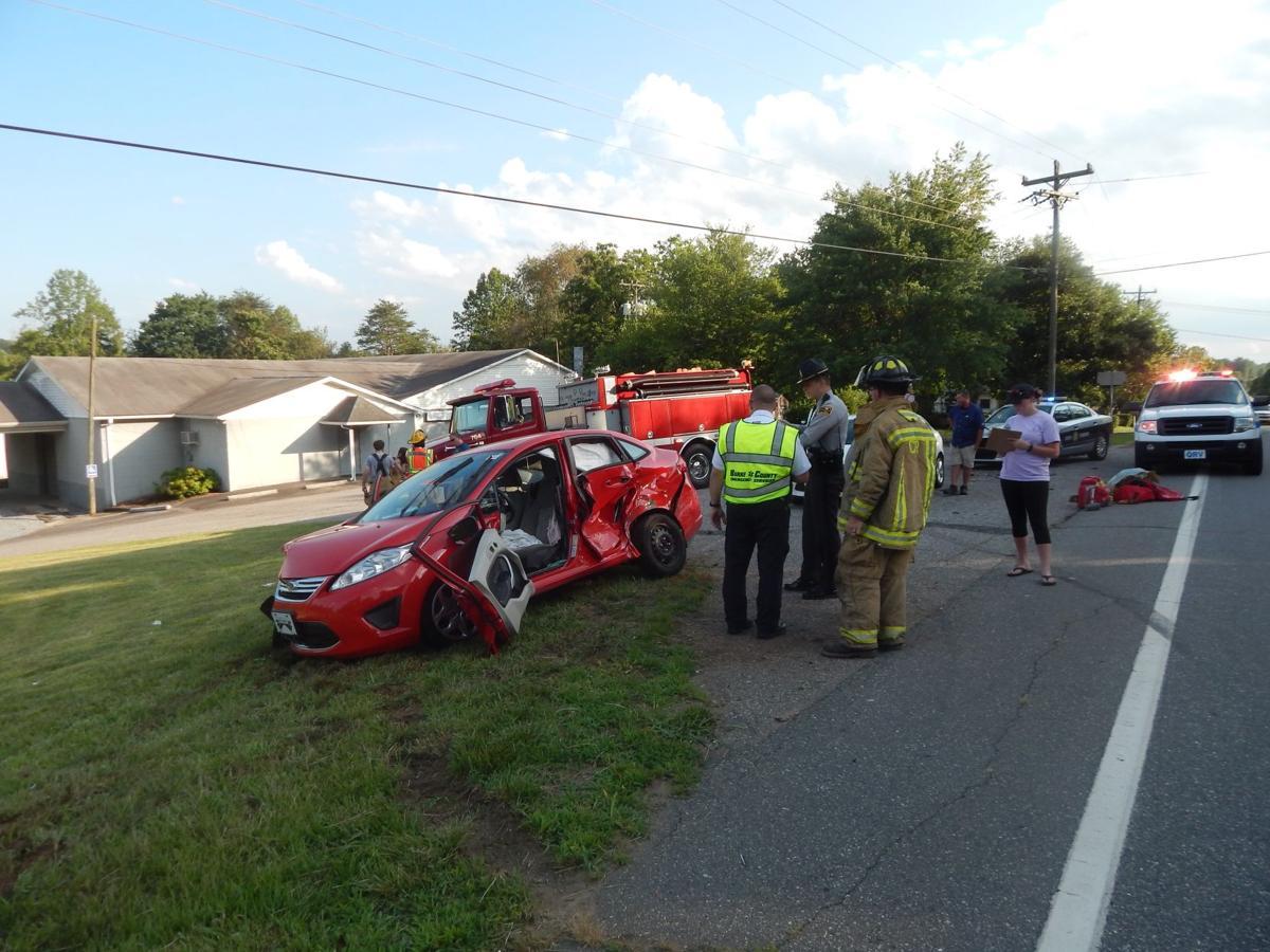 Three Vehicle Wreck Sends Three To Hospital Local News