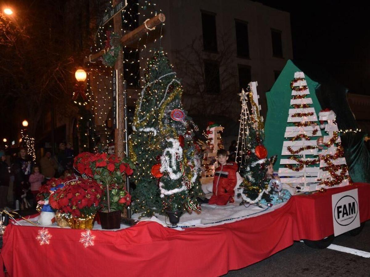 Christmas Parade 2021 Bennette Nc Reverse Christmas Parade Set To Entertain Local News Morganton Com