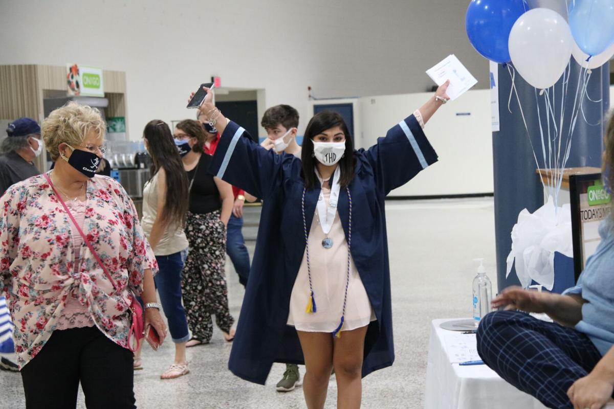 040921-mnh-news-graduation-p2