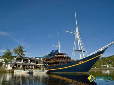 Manta Ray Bay Hotel and the Mnuw
