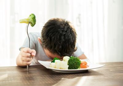 kid and veggies