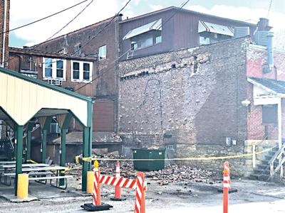 Portion of downtown Savanna building collapses