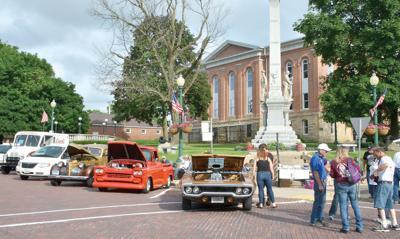 Cars Cruisin' in Mount Carroll