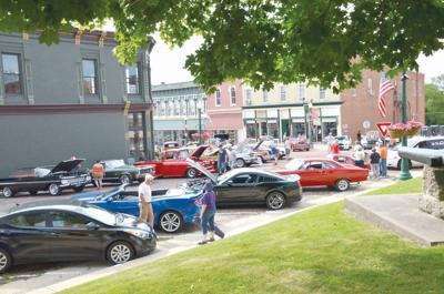 Cars cruisn' in Mount Carroll