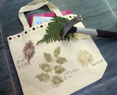 DONNA'S DAY: Hammer natural prints with garden leaves