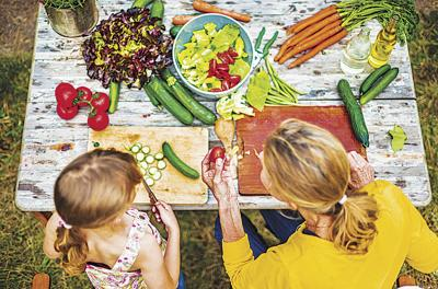 How to approach nutrition while dining out with children