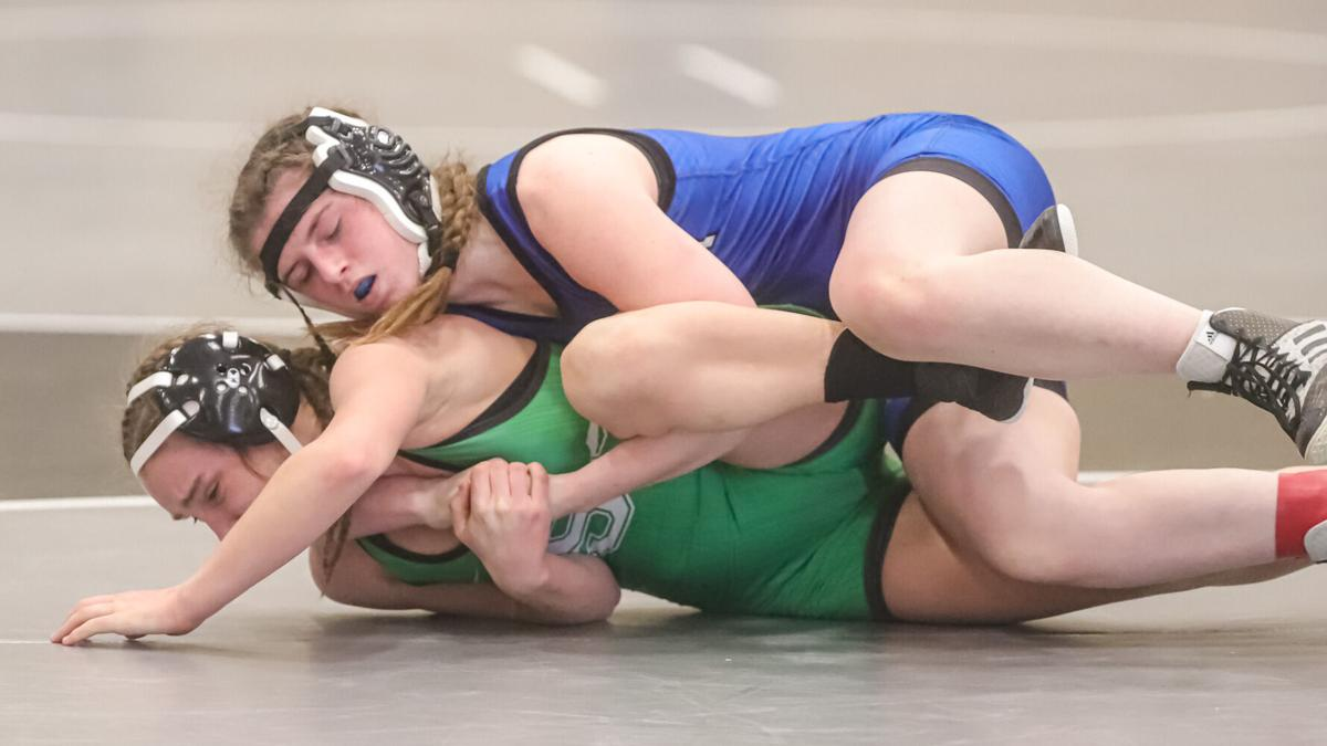 Smithville takes 2nd at districts; Liberty's Breeden twins win district titles