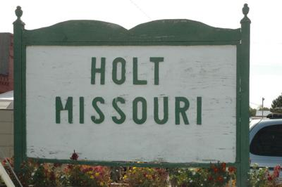 Holt city sign